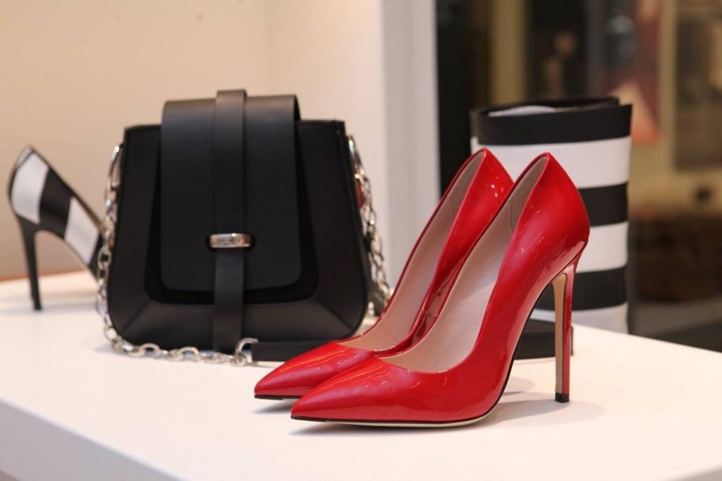 boutique-contemporary-elegant-336372 (1)
